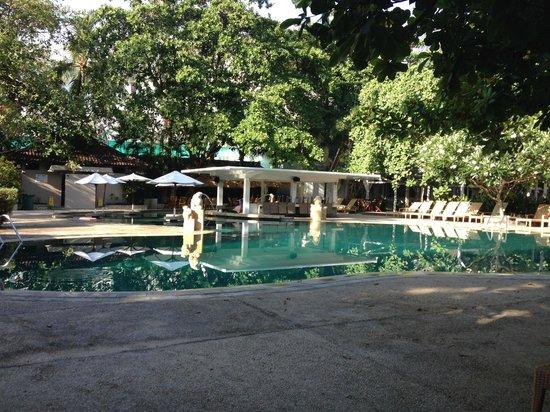 Bali Garden Beach Resort: Pool bar