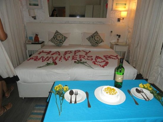 The Tamarind Hotel: Room was decorated on our request for our anniversary