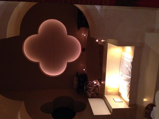 Phulay Bay, A Ritz-Carlton Reserve : Bathroom lit up at night