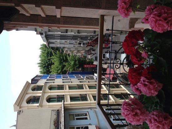 Celine Hotel: Вид с балкона