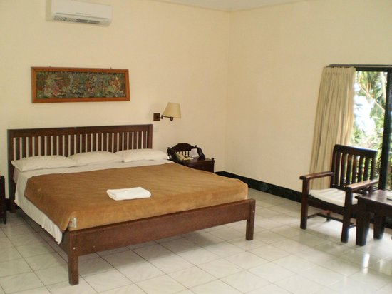 Swastika Bungalows: Huge bed, quiet a/c, spacious room