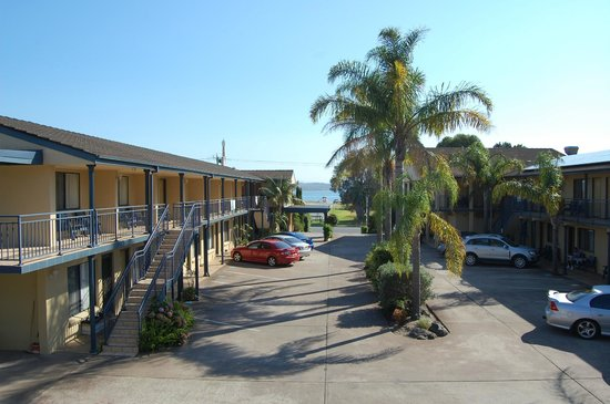 Araluen Motor Lodge: Motel Grounds