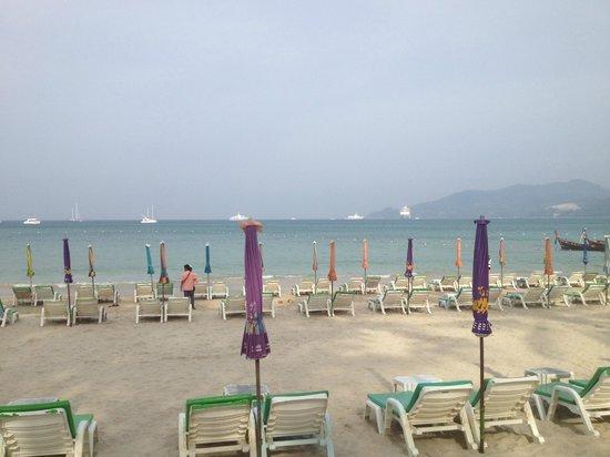 Patong Beach am frühen Morgen