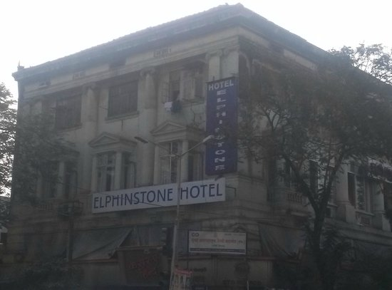 Hotel Elphinstone Annexe: Oustide a run down building, but nice inside