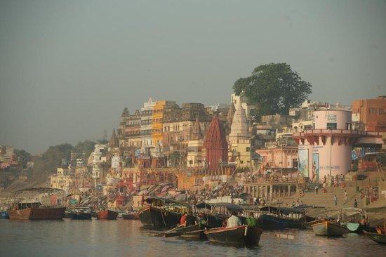 Hotel Surya, Kaiser Palace: River Ganges ghat scene