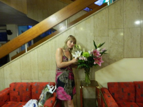 Hotel Ilf: Всегда живые цветы в холле