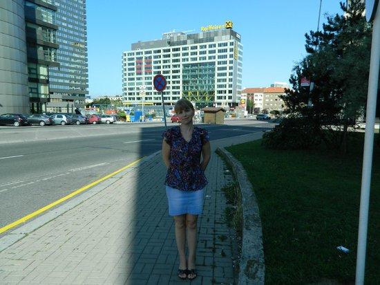 Hotel Ilf: Вид при выходе из отеля