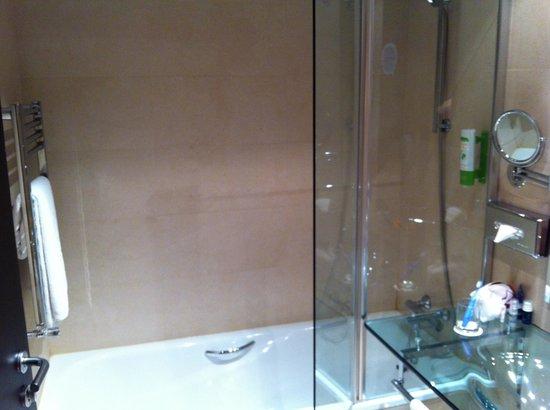 NH Puerto de Sagunto: bathtube