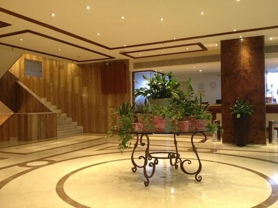 President Hotel: From lobby