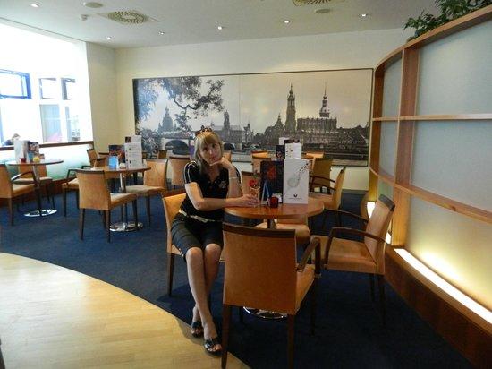AMEDIA Hotel Dresden Elbpromenade : В баре отеля