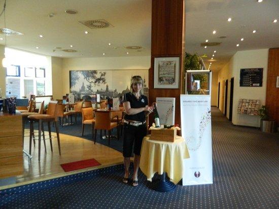 AMEDIA Hotel Dresden Elbpromenade: Тоже бар отеля