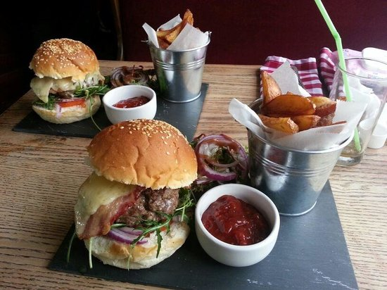 The Bell Inn at Iden: You will struggle to find a better burger... And for £10 it's a real bargain!
