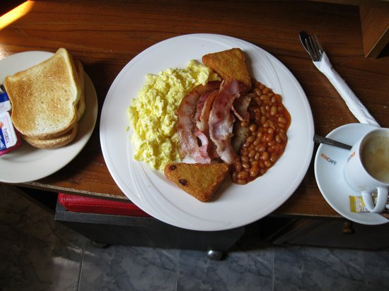 Queen Victoria Inn: Breakfas on of many varied