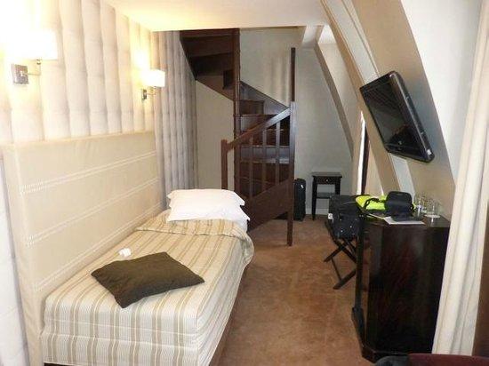 Hotel Daunou Opera: Lower bedroom/sitting room