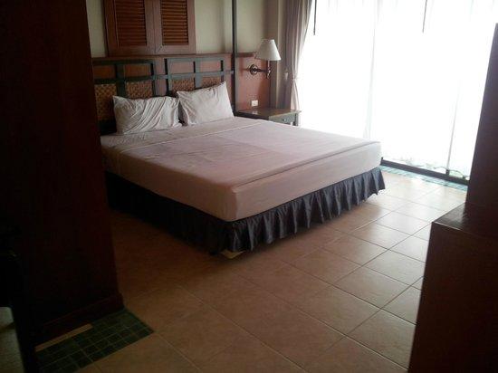 Karon Princess Hotel: номер-люкс первая комната