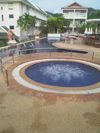 Karon Princess Hotel : бассейн отличный