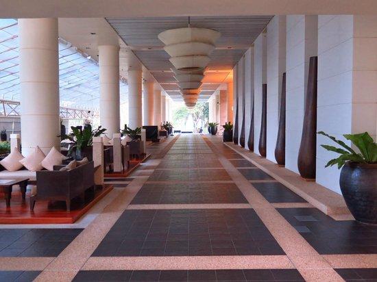 Hilton Phuket Arcadia Resort & Spa: Lobby area