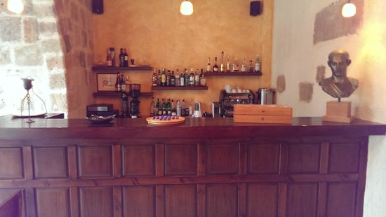 Spirit of the Knights Boutique Hotel: The bar