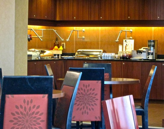 Residence Inn Auburn : Dining/breakfast area