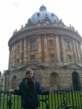 Footprints Tours Oxford: Luke at the Radcliffe Camera