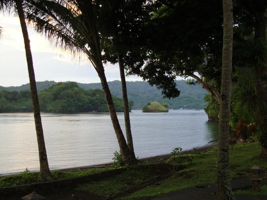 Kungkungan Bay Resort: Looking the other direction, one can watch all kinds of vessel go up and down Lembeh Strait