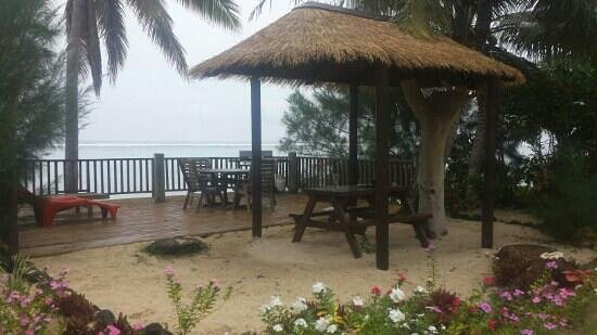 Moana Sands Beachfront Hotel : our own private deck area where we had many bbqs