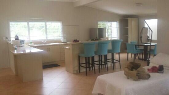 Moana Sands Beachfront Hotel : our massive kitchen