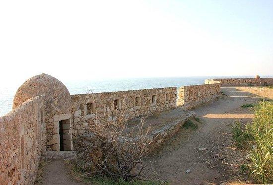 The Venetian Fortezza : Вид с крепости на море