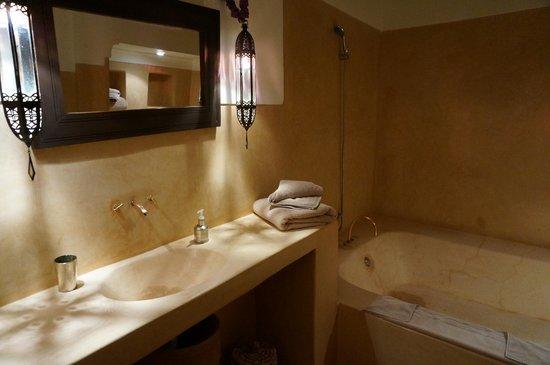 Hotel & Spa Dar Baraka & Karam : 浴室