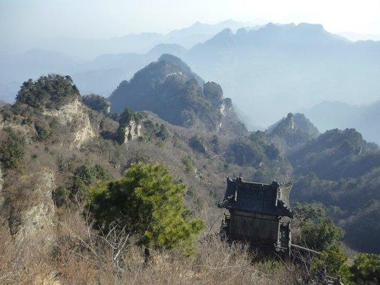 Wudang Mountain National Geopark: Wudang Mountain  เขาบู้ตึ้ง