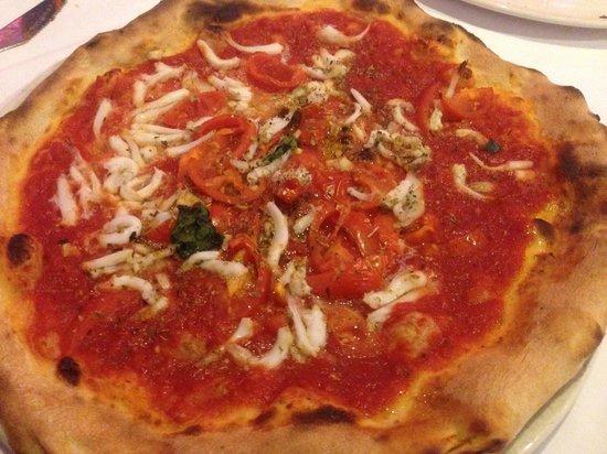 Pizza al sapore di mare pomodoro e pesciolini picture for Pomodoro senigallia