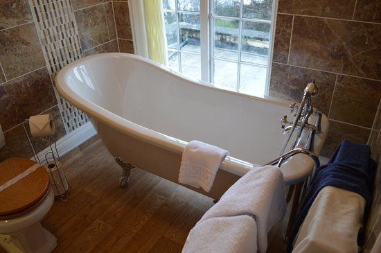 Lynton Cottage Hotel: bath in the new bathroom