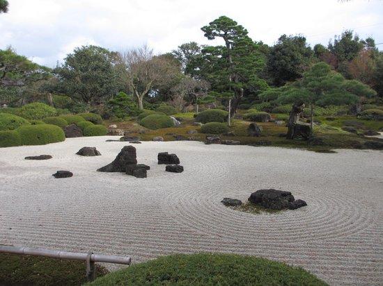 Yuushien Garden: 枯山水庭