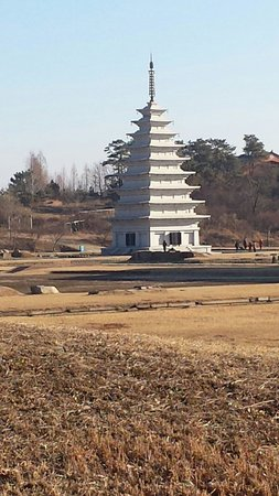 Miruksa Temple Site: The stone pagoda