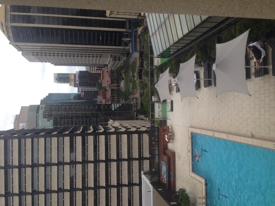 Sofitel Brisbane Central: View across the pool deck