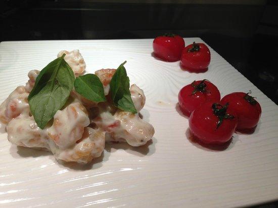 BeiJing Dadong Roast Duck (JinBao Hui): Salada de camarões com tomates cereja
