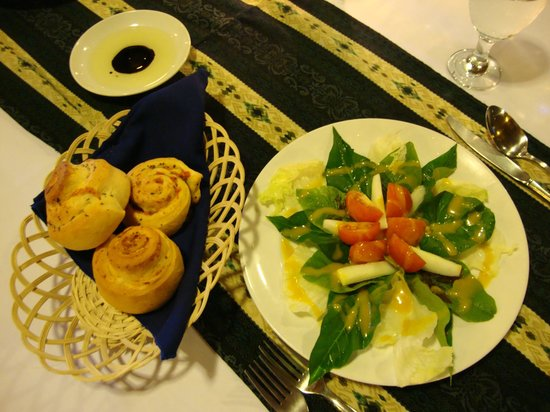 Kungkungan Bay Resort: Homemade savory buns (not sweet cinnamon) of different varieties for dinner nightly