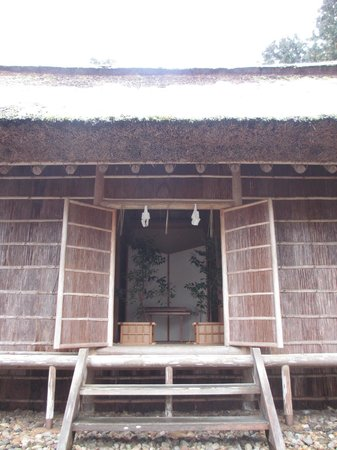 Kumano Taisha Shrine: レプリカ(三種の神器:刀)の飾られているお社