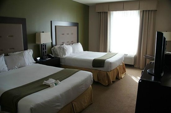 Holiday Inn Express Hotel & Suites North Sequim : 2 Queen beds Zimmer