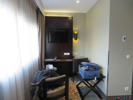 XO Hotels Park West: Blick auf den kleinen Arbeitsbereich