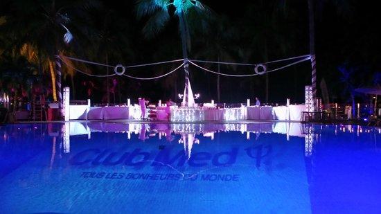 Club Med La Caravelle: soirée piscine