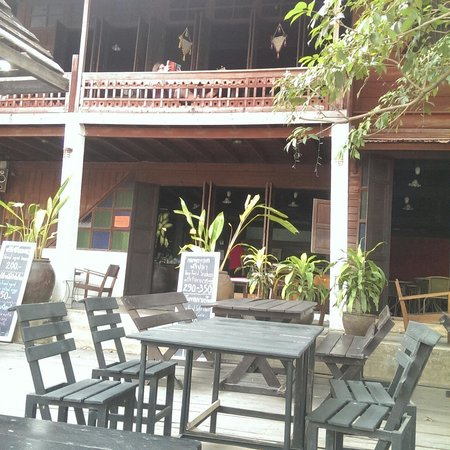 Baan Khun Phra: Restaurant atmosphere, by the river.