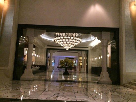 ITC Mughal, Agra: Hotel Lobby.