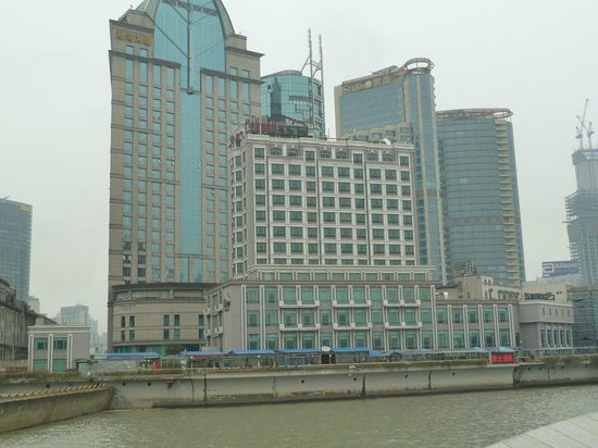 The Seagull on the Bund Hotel : Hotel is the Little One in Front, Right on the River