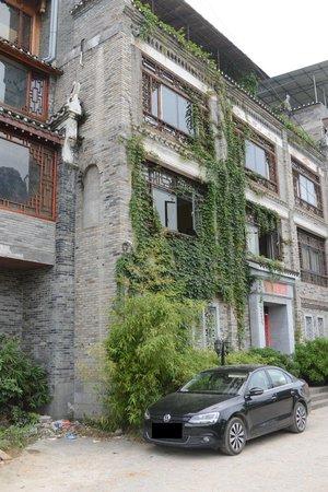 Hidden Dragon Villa : Street view
