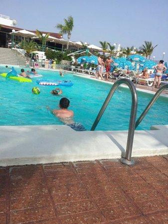 Hotel Altamar: Kids in the pool