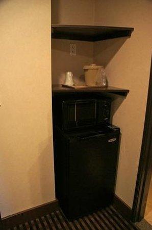 Prairie Hotel: Mikrowelle und Kühlschrank