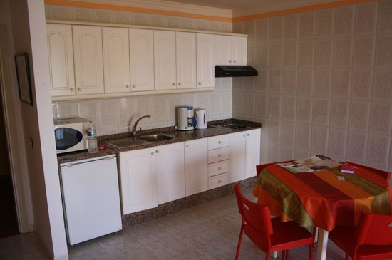Apartments Colonial Parque: Kitchen