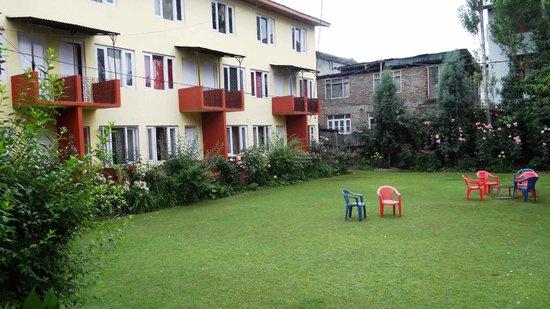 Hotel Vikram: GARDEN