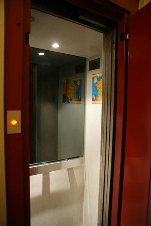 Hotel du Nord : Elevator